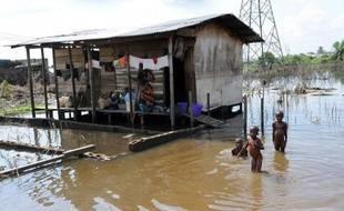"""Inondations, sécheresse, montée des océans: la Banque mondiale met en garde contre le scénario noir d'un réchauffement du thermomètre mondial de 4°C dès 2060 et la """"cascade de cataclysmes"""" qui frapperaient alors les pays pauvres."""