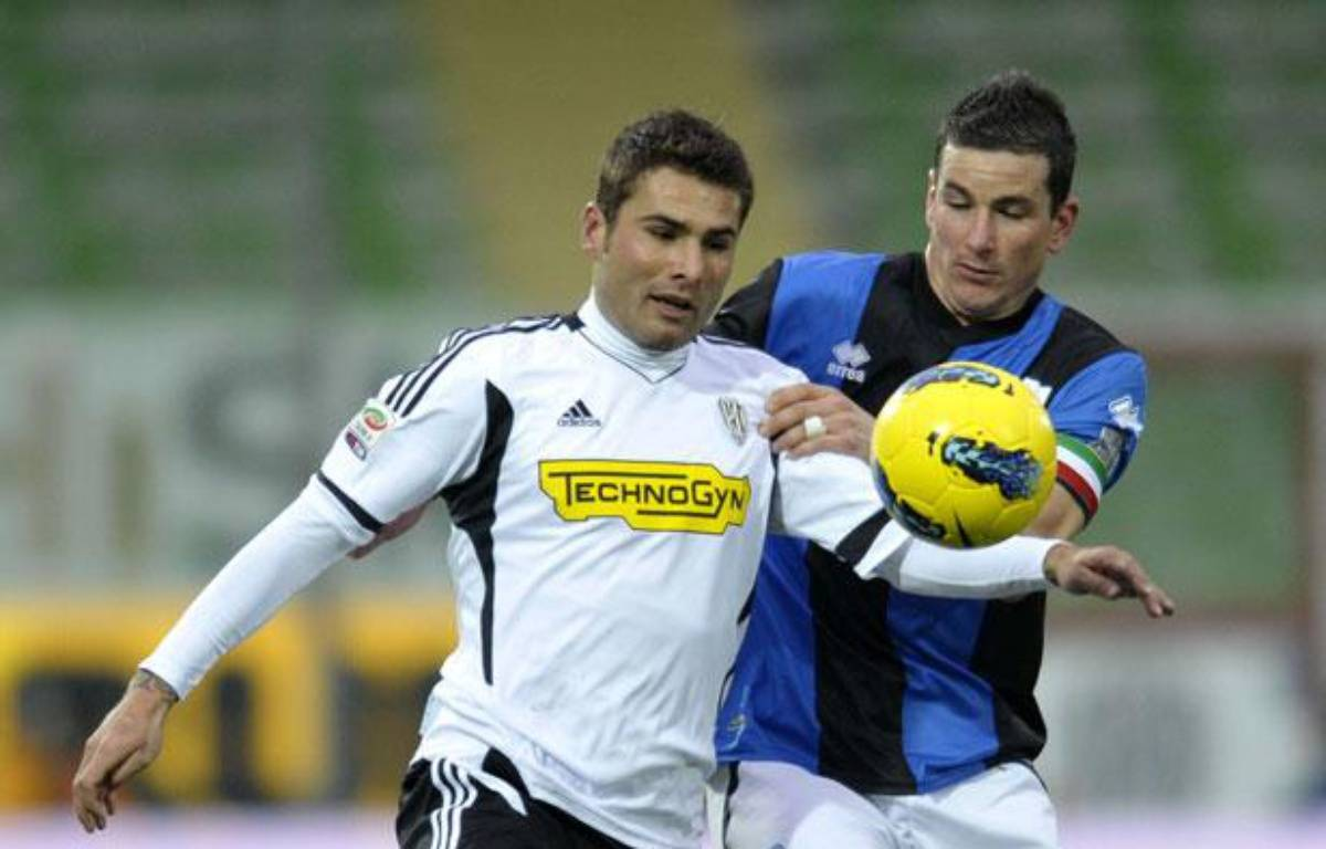 Adrian Mutu, sous le maillot de Cesena (à gauche), le 29 janvier 2012, au Stadium Manuzzi de Cesena. – Marco Vasini/AP/SIPA
