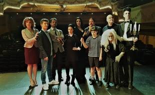 Une partie de la troupe du spectacle musical «La Famille Addams».
