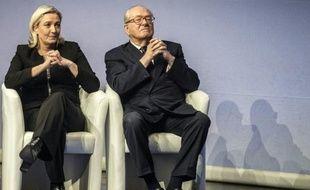 Marine Le Pen et son père Jean-Marie au 15e congrès du Front national à Lyon, le 29 novembre à Lyon