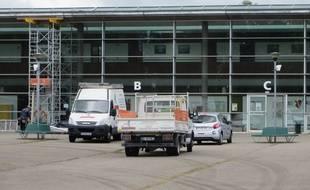 Lingolsheim, le 29 aout 2014 - Le collège Galilée est fermé à cause de fissures dans le bâtiement. La rentrée scolaire est repoussée d'une semaine et aura lieu au lycée Couffignal à Strasbourg.