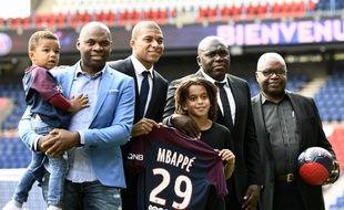 La famille Mbappé au grand complet à l'occasion de la présentation officielle de Kylian, le 6 septembre 2017 au Parc des Princes.
