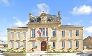 La mairie de Rions en Gironde.