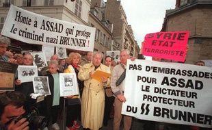 L'association des Fils et des Filles de Déportés Juifs de FRance manifestent le 16 juillet 1998 contre la venue en France de l'ancien président syrien Hafez el Assad