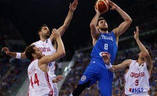 Video boulette l 39 italien gallinari frappe un adversaire se blesse et doit d clarer forfait - Fracture main coup de poing ...