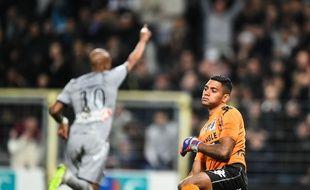 La détresse du gardien du TFC Zacharie Boucher après le cinquième des six buts de l'OM inscrit par André Ayew, le 6 mars 2015 lors de Toulouse - Marseille, en Ligue 1.