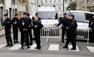 Le ministère espagnol de l'Intérieur a annoncé mercredi l'arrestation, près de Pau, en France, de Juan Maria Mugica Dorronsoro, membre du groupe basque armé ETA, accusé de tentative d'attentat en 2001 contre le chef du gouvernement de l'époque, José Maria Aznar.