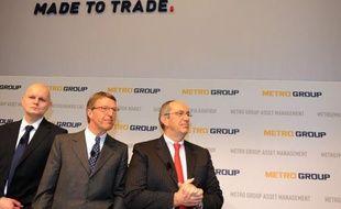 Le géant allemand de la distribution Metro a annoncé mardi le départ au 31 mars du Français Joël Saveuse, jusqu'ici responsable des supermarchés Real au sein du directoire.