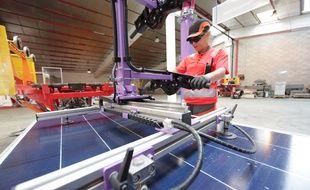 Dans l'usine de Rousset qui recycle des panneaux solaires