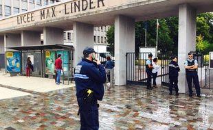 Reprise des cours sous haute surveillance au lycée Max Linder de Libourne.