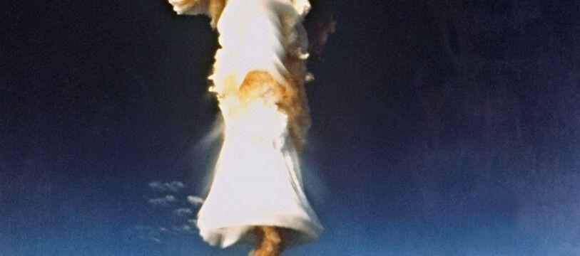 Photo d'archives prise en 1970, montant un essai nucléaire français à Mururoa, en Polynésie française.