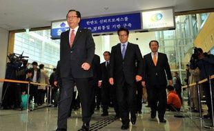 Les deux Corées ont repris langue jeudi pour la première fois depuis l'exécution de l'oncle du dirigeant nord-coréen Kim Jong-Un, qui nourrit les inquiétudes sur l'instabilité du régime communiste.