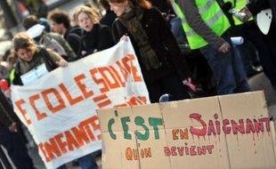 """La réforme de la formation des enseignants est devenue à son tour la cible des mécontentements: les universités ont boycotté vendredi la remise des projets de masters nécessaire à cette réforme, alors que le ministre de l'Education Xavier Darcos a été jugé """"insultant"""" à ce sujet."""