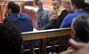 Le parquet d'Agen a ouvert une information judiciaire mercredi soir à la demande du tribunal correctionnel de la ville, après l'agression dimanche de deux personnes par cinq membres ou sympathisants du groupe d'extrême droite radicale Troisième Voie, a-t-on appris de source judiciaire.