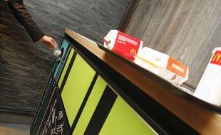 Un restaurant McDonald's.  Archives.