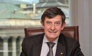 Le Premier ministre Jean-Marc Ayrault a indiqué jeudi qu'il allait proposer la nomination de Jean-Pierre Jouyet, président de l'Autorité des marchés financiers (AMF) et proche de François Hollande, à la tête de la Caisse des dépôts et consignations (CDC).
