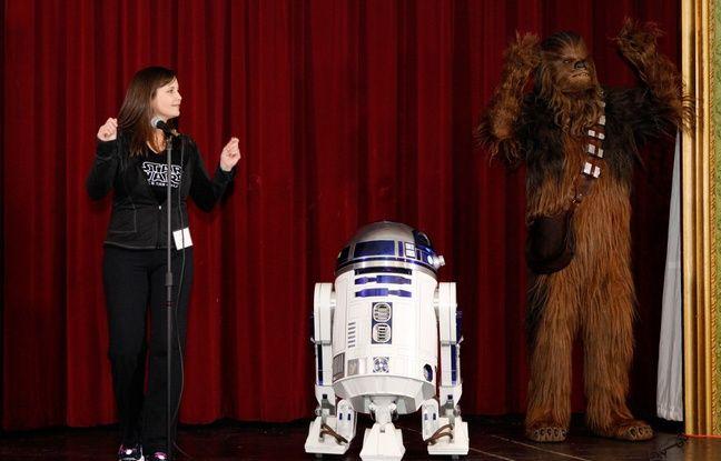 R2-D2 et Chewbacca sur scène, en Californie, en 2016.