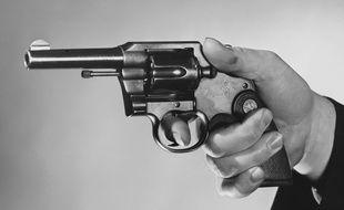 Un revolver.