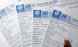 Des formulaires de demande de RSA. (Illustration)