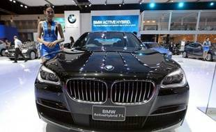 A model poses next to a BMW Active Hybrid 7L during a press preview for the 34th Bangkok International Motorshow on March 26, 2013. The 34th Bangkok International Motorshow will be held from March 27 to April 7. AFP PHOTO/PORNCHAI KITTIWONGSAKUL