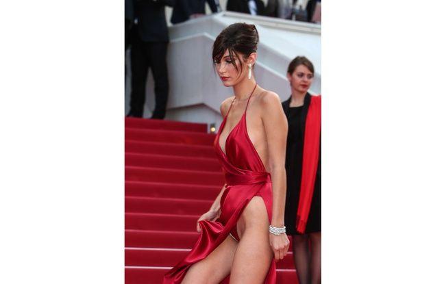 Sur le tapis rouge, Bella Hadid a eu un petit problème de robe