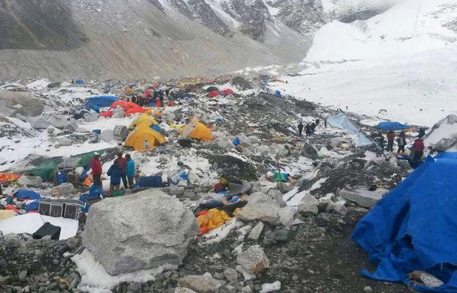Le camp de base de l'Everest ravagé le séisme d'avril 2015