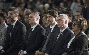 Justin Trudeau (au centre) lors de la cérémonie d'hommage d'Edmonton (Alberta), le 12 janvier 2020.