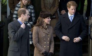 Kate Middleton, entouré des princes William et Harry, le 24 décembre 2014.