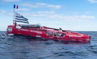 Le navigateur breton Guirec Soudée a entrepris une traversée de l'Atlantique à la rame mais sans sa poule Monique.