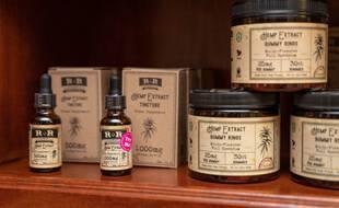 Le CBD, la molécule non psychotrope du cannabis, est utilisé pour ses vertus dans de nombreux produits, comme des produits de beauté ou bien des produits alimentaires par exemple.