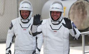 Bob Behnken et Doug Hurley, le 30 mai 2020 lors de leur deuxième tentative de décollage (réussie!).