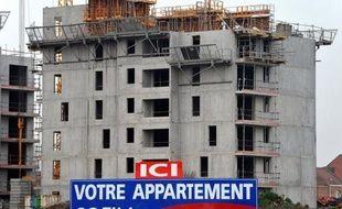 """L'année 2012 s'est révélée moins mauvaise que prévu pour le secteur du bâtiment en France, avec une baisse d'activité de 1,2% en volume, mais les nuages s'accumulent sur 2013, avec une perte envisagée de 40.000 emplois et pas de sortie de crise prévue """"avant fin 2014""""."""
