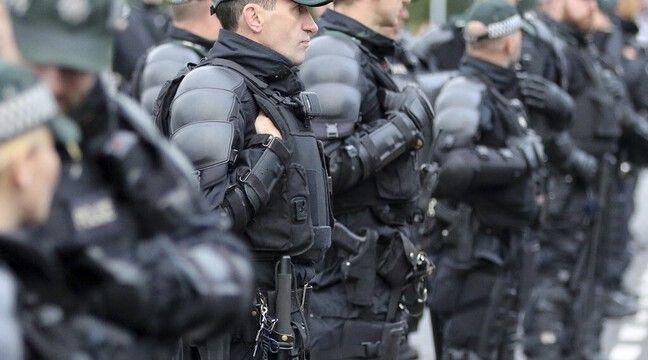 Une bombe découverte sous la voiture d'une policière en Irlande du Nord