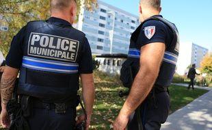 Police municipale en patrouille pédestre dans un quartier d'Illkirch-Graffenstaden. Police de proximité, une permanence quotidienne dans les nouveaux locaux. Le 16 octobre 2017.