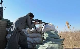 Un policier afghan, posté à Marjah, dans le sud de l'Afghanistan, le 23 décembre 2015