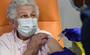 Ouverture du centre de vaccination anti covid-19 a la Mairie du 13eme arrondissement de Paris, le 18 janvier 2021.