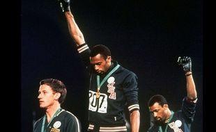 Pour ce poing levé, Tommie Smith et John Carlos ont été exclus à vie des Jeux Olympiques.