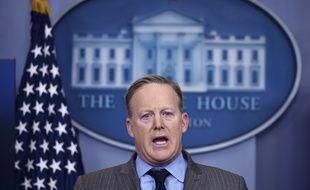 Le porte-parole de Donald Trump, Sean Spicer, s'en prend aux journalistes à la Maison-Blanche, le 21 janvier 2017.