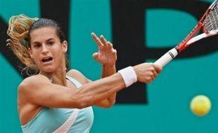 Amélie Mauresmo a été éliminée dès le deuxième tour de Roland-Garros jeudi par l'Espagnole Carla Suarez, 132e mondiale, en deux sets 6-3, 6-4.