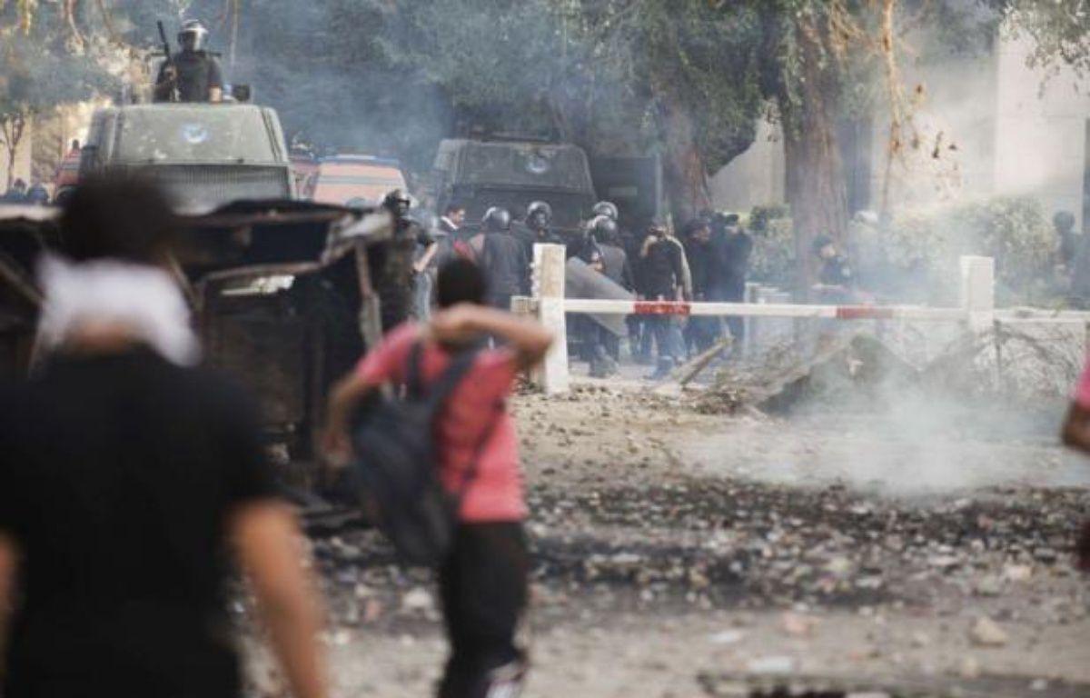Le Caire a accéléré la rédaction controversée de la Constitution, qui doit être achevée mercredi et votée jeudi, alors que l'Egypte traverse sa pire crise depuis l'élection du président islamiste Mohamed Morsi, en raison des pouvoirs exceptionnels qu'il s'est octroyés. – Gianluigi Guercia afp.com