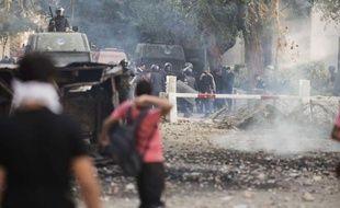Le Caire a accéléré la rédaction controversée de la Constitution, qui doit être achevée mercredi et votée jeudi, alors que l'Egypte traverse sa pire crise depuis l'élection du président islamiste Mohamed Morsi, en raison des pouvoirs exceptionnels qu'il s'est octroyés.