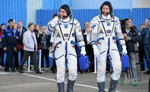 L'astronaute russe Alexey Ovchinin et l'américain Nick Hague juste avant leur décollage, le 11 octobre 2018.