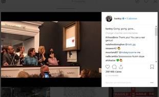 Capture d'écran du post Instagram de l'artiste Banksy, montrant une de ses oeuvres, tout juste vendue chez Sotheby's s'autodétruire.