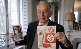 Jean-Louis Crémieux-Brilhac, ancien responsable de la communication de la France Libre, le 3 décembre 2008 à son domicile parisien
