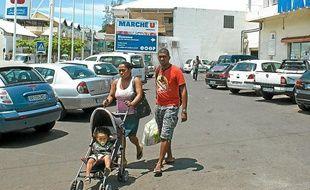 Parking d'un supermarché U à la Réunion, février 2012.