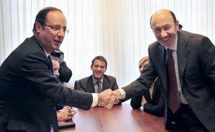 """François Hollande a rencontré jeudi le chef du Parti socialiste ouvrier espagnol (PSOE) Alfredo Perez Rubalcaba, qui a déclaré après l'entrevue que le candidat socialiste à la présidentielle représentait """"une grande espérance pour la gauche européenne""""."""