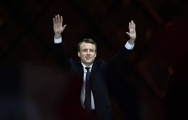 Haut les mains Emmanuel Macron. Credit:DAVID NIVIERE/SIPA