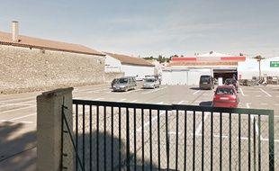 Le supermarché où le directeur a été tué, à Pignan.