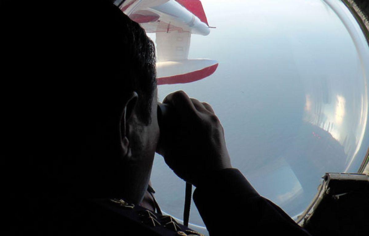 Lundi 10 mars 2014, la mairine malaysienne recherche des débris de l'avion disparu en mer.  – Malaysian Maritime Enforcement