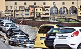 Un quai s'effondre près du célèbre Ponte Vecchio.